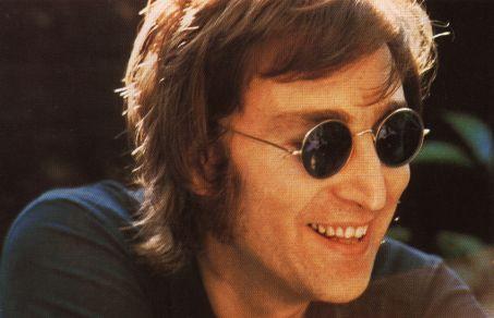 John Lennon con gafas redondas