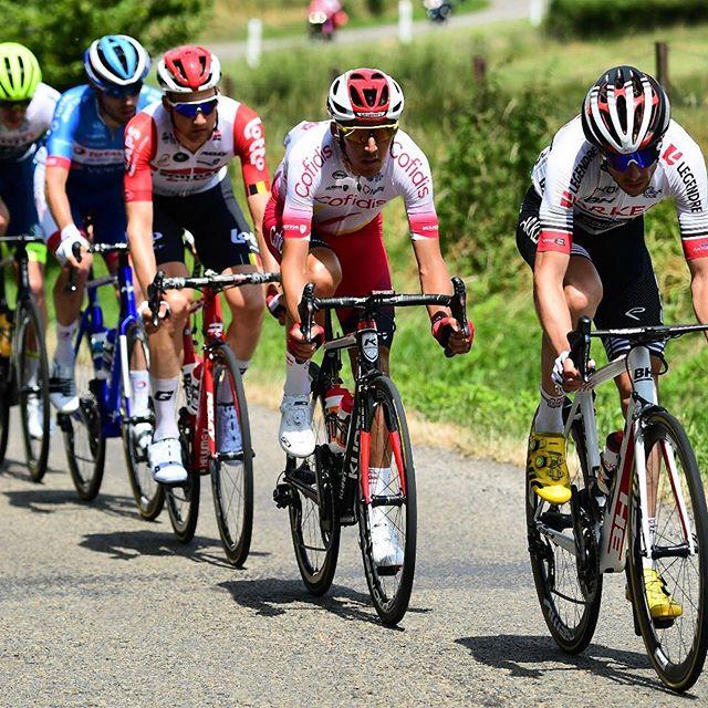 ciclistas con gafas de deporte